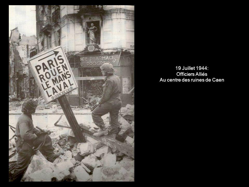 19 Juillet 1944: Officiers Alliés Au centre des ruines de Caen