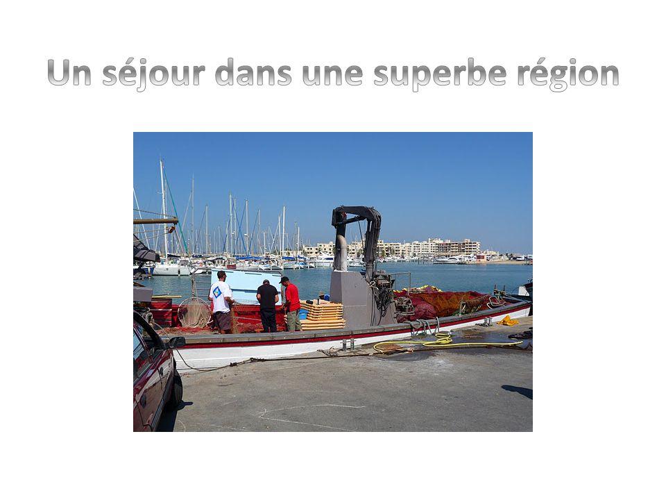 Vos Vacances à Port-Barcares Au pied des Pyrénées, au bord de la Méditerranée et de 7.000 hectares de lacs marins, à 50 km de l Espagne et à 10 minutes de la célèbre ville de Perpignan.