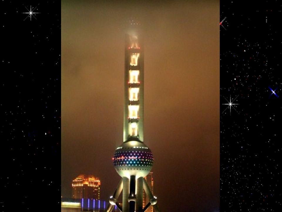 La Tour Perle sous une pluie battante
