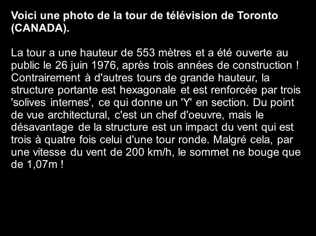 Voici une photo de la tour de télévision de Toronto (CANADA).