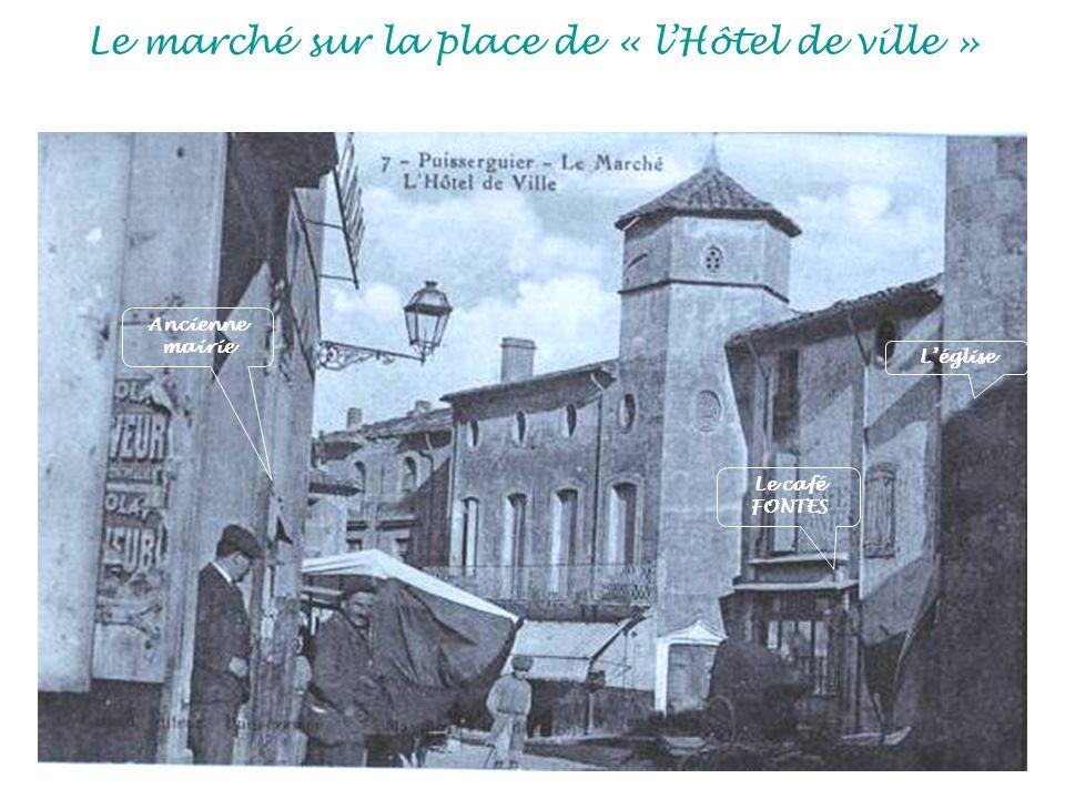 Le marché sur la place de « lHôtel de ville » Ancienne mairie Le café FONTES Léglise