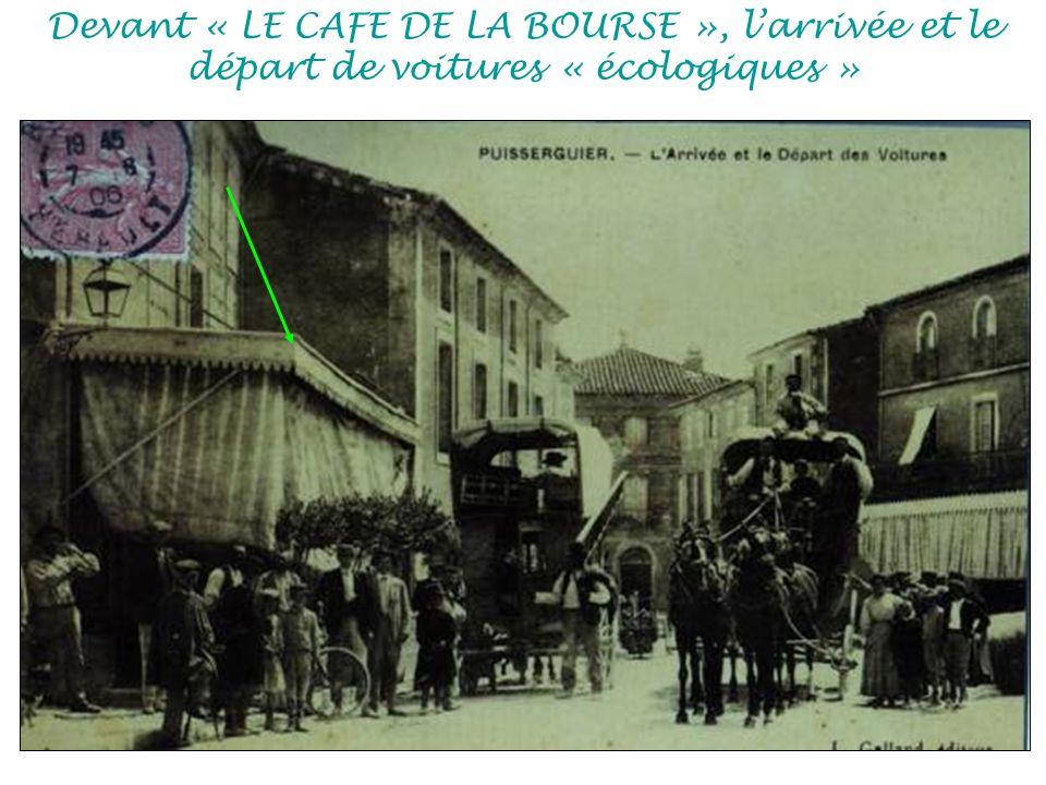 Devant « LE CAFE DE LA BOURSE », larrivée et le départ de voitures « écologiques »