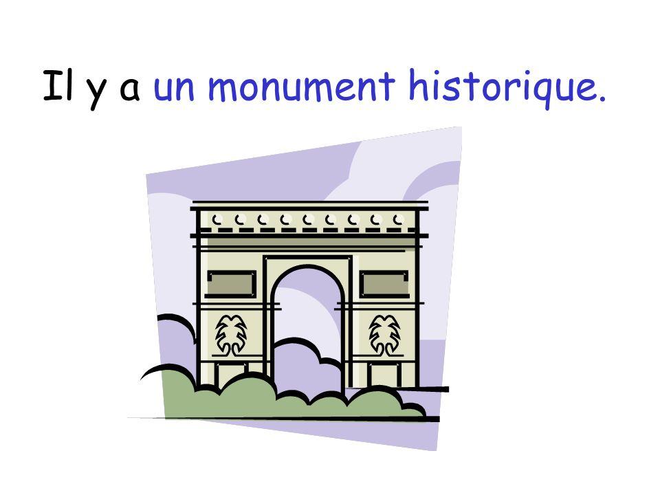 Il y a un monument historique.