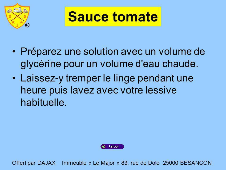 Sauce tomate Préparez une solution avec un volume de glycérine pour un volume d'eau chaude. Laissez-y tremper le linge pendant une heure puis lavez av