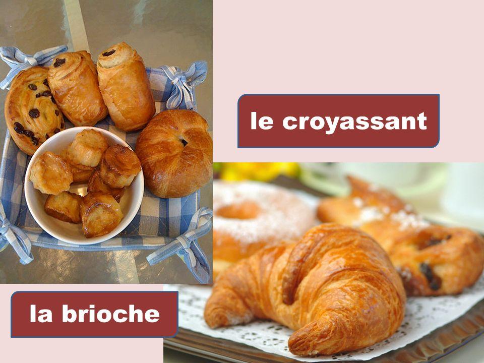 Le fromage – roi de la table Est aime et desirable; Des gateaux et des fruits, De la glace, des biscuits, Le repas appetissant, Prepare pour les gourmands!