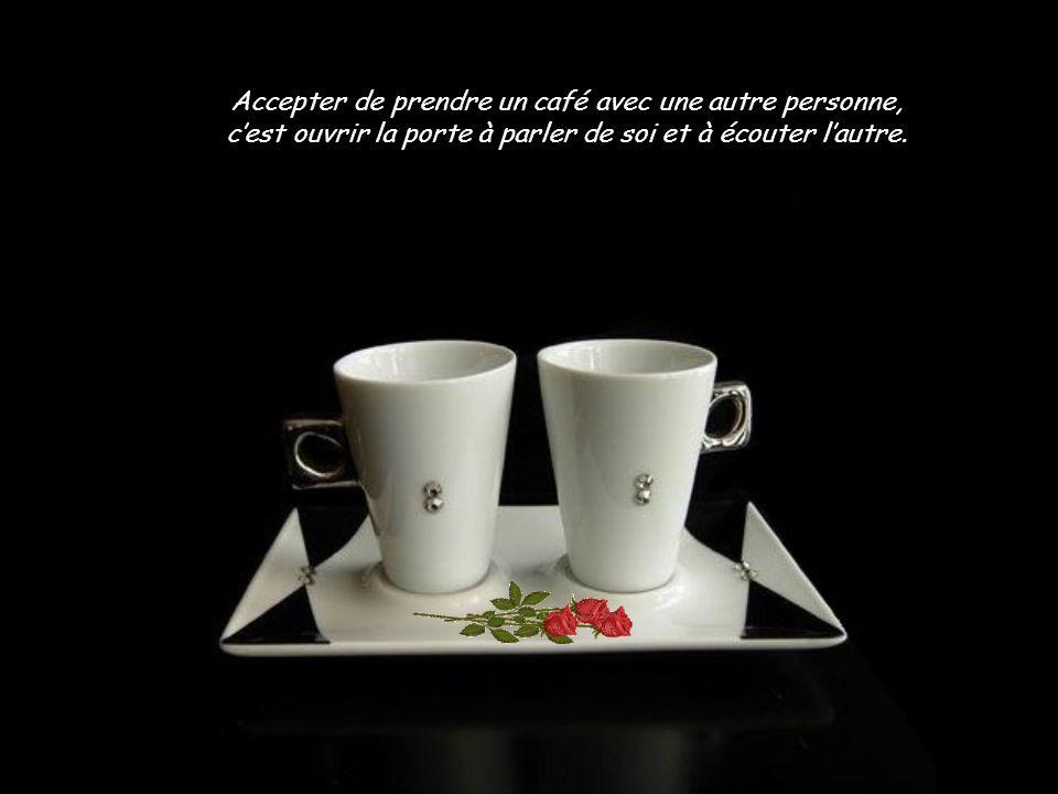 Amis, couples, familles, étudiants, travailleurs se retrouvent dans les cafés.