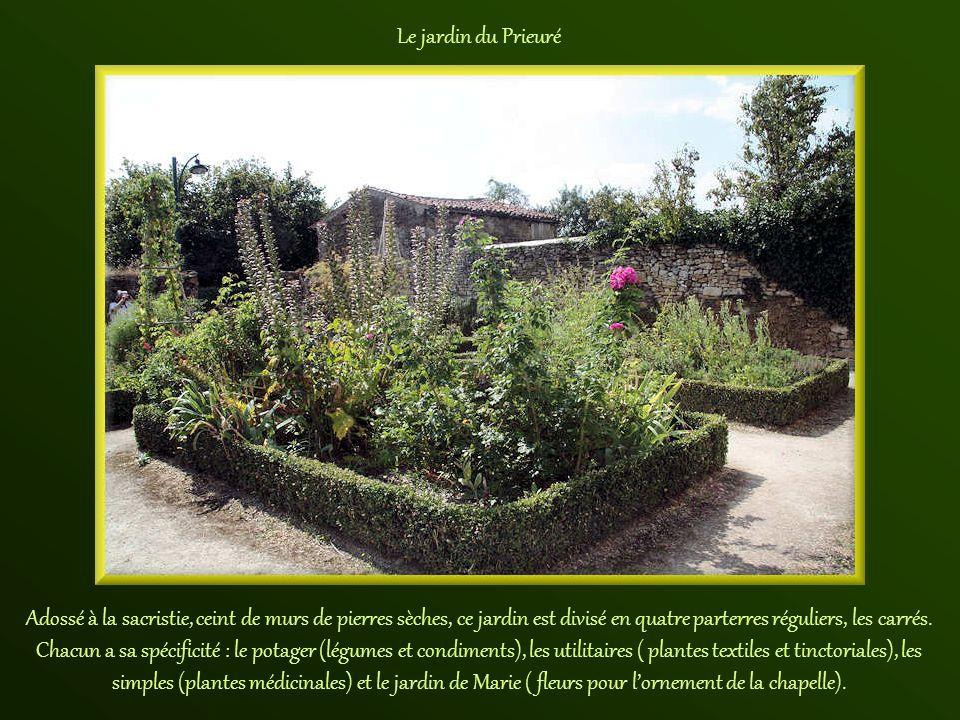 La sacristie et le jardin du Prieuré