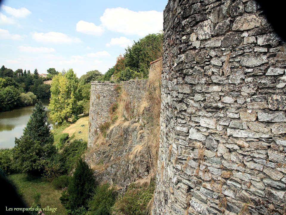 A cette porte, appelée la Poterne, une bataille entre assiégés et assiégeants fit plus de 200 morts dans les rangs huguenots.