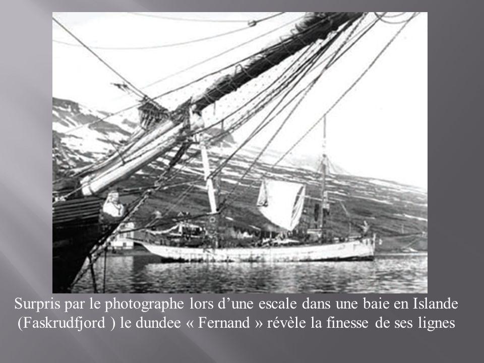Barque à clins et chalutier sortis du chantier de construction naval « Fursy Verdoy ».