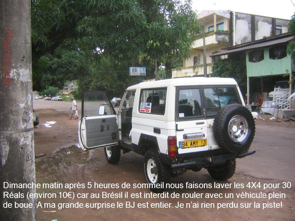 Dimanche matin après 5 heures de sommeil nous faisons laver les 4X4 pour 30 Réals (environ 10) car au Brésil il est interdit de rouler avec un véhicul