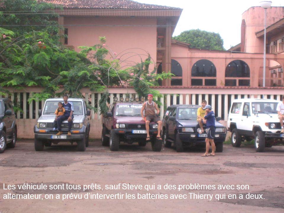 Les véhicule sont tous prêts, sauf Steve qui a des problèmes avec son alternateur, on a prévu dintervertir les batteries avec Thierry qui en a deux.