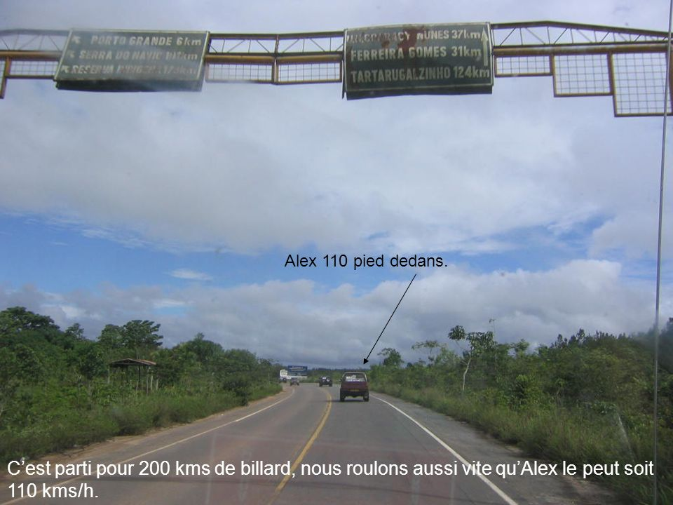 Cest parti pour 200 kms de billard, nous roulons aussi vite quAlex le peut soit 110 kms/h. Alex 110 pied dedans.