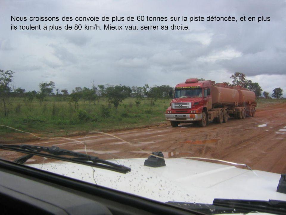 Nous croissons des convoie de plus de 60 tonnes sur la piste défoncée, et en plus ils roulent à plus de 80 km/h. Mieux vaut serrer sa droite.
