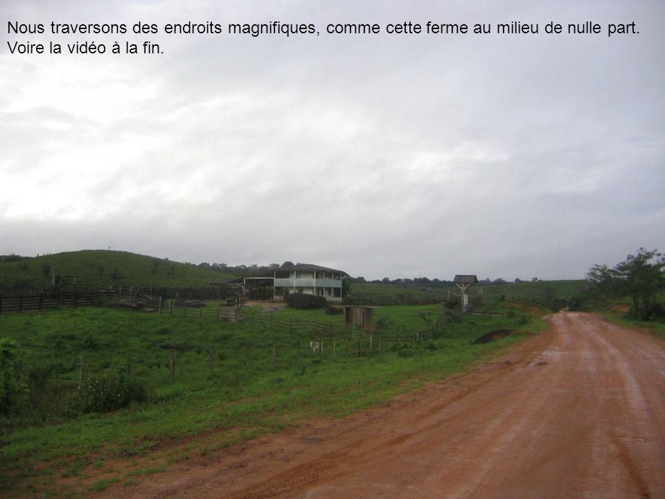Nous traversons des endroits magnifiques, comme cette ferme au milieu de nulle part. Voire la vidéo à la fin.