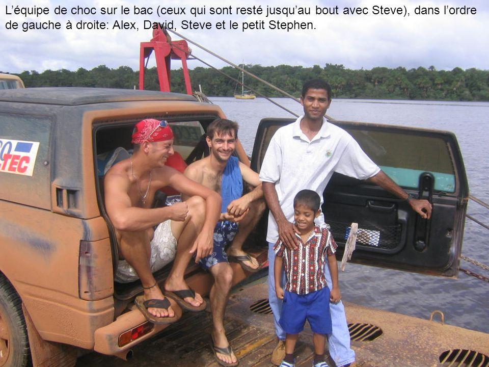 Léquipe de choc sur le bac (ceux qui sont resté jusquau bout avec Steve), dans lordre de gauche à droite: Alex, David, Steve et le petit Stephen.