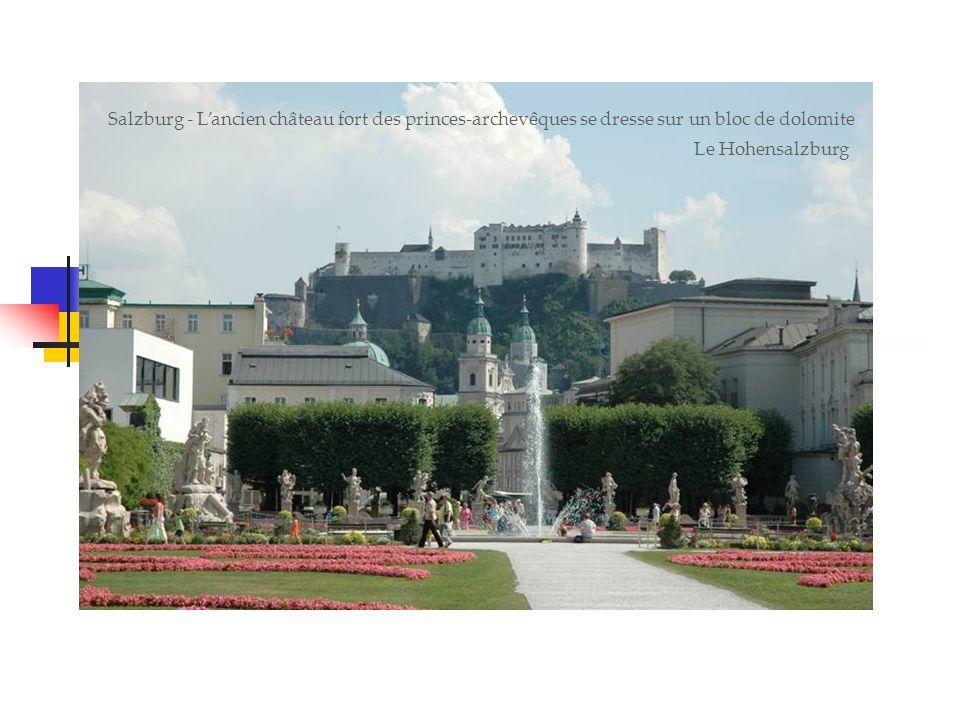 Salzburg - Lancien château fort des princes-archevêques se dresse sur un bloc de dolomite Le Hohensalzburg