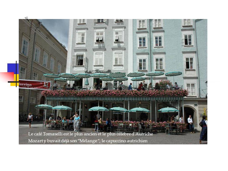 Le café Tomaselli est le plus ancien et le plus célèbre d Autriche Mozart y buvait déjà son Mélange , le capuccino autrichien Salzburg