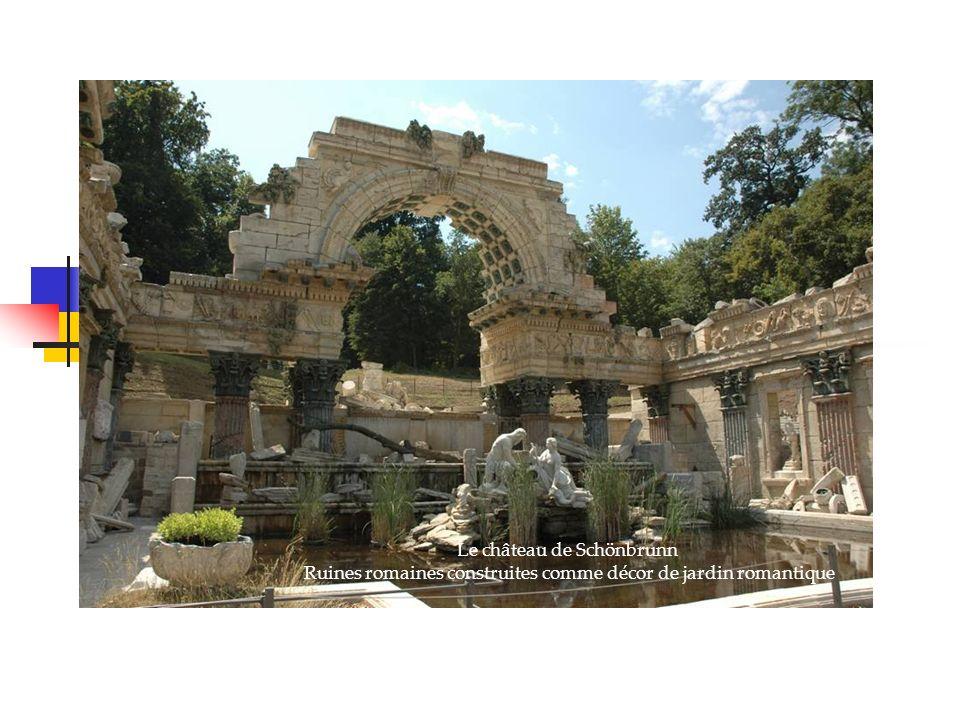 Le château de Schönbrunn Ruines romaines construites comme décor de jardin romantique