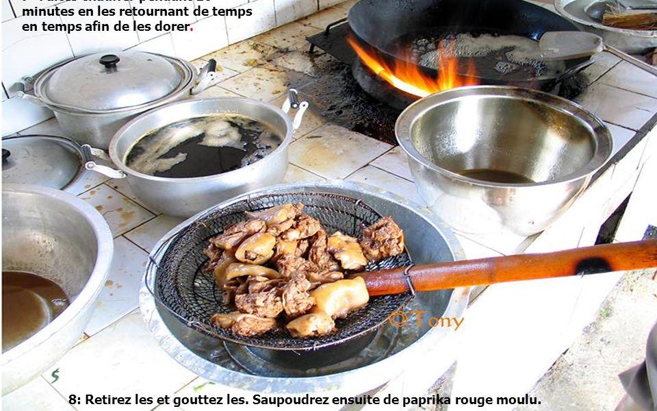 6-Faites chauffer dans un wok de la graisse animale, ici graisse de porc, à feu vif.