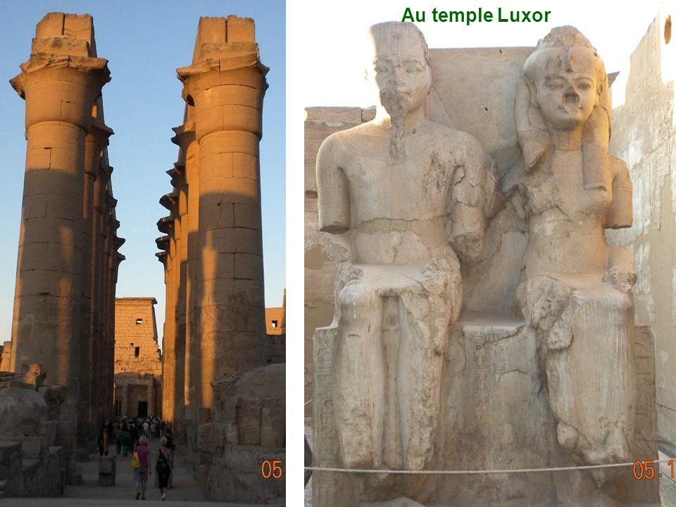 Le temple Luxor le long du Nil