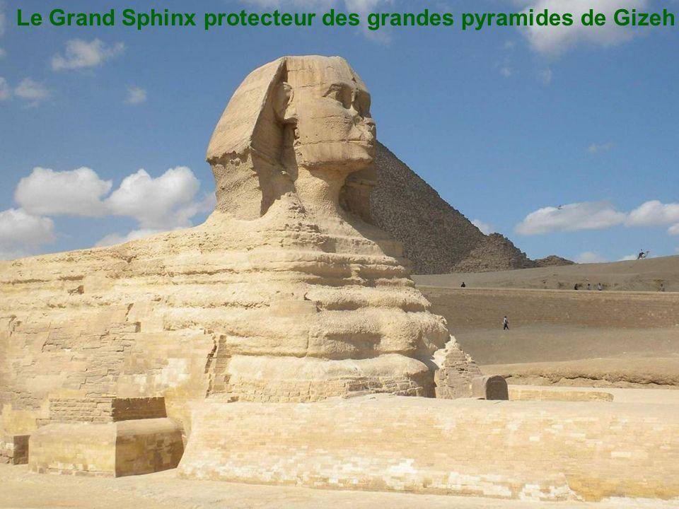 Le Grand Sphinx protecteur des grandes pyramides de Gizeh