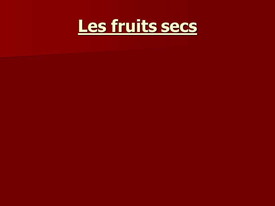 les fruits conservés a/fruits séchés : la dessiccation consiste à enlever la majeure partie de leau dans les fruits charnus, de façon à les préserver ainsi de toute altération.