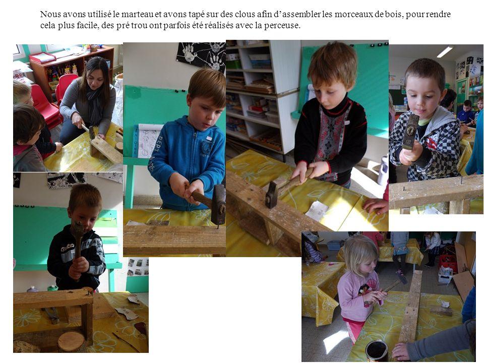 Nous avons utilisé le marteau et avons tapé sur des clous afin dassembler les morceaux de bois, pour rendre cela plus facile, des pré trou ont parfois