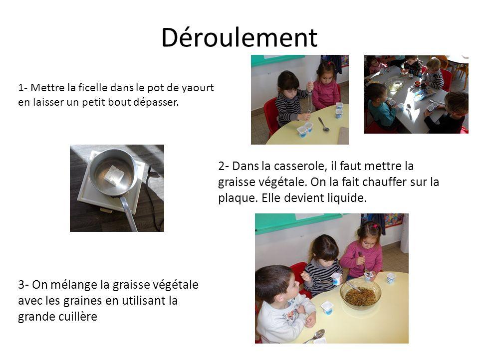4- Puis avec la cuillère, on met le tout dans le pot de yaourt.
