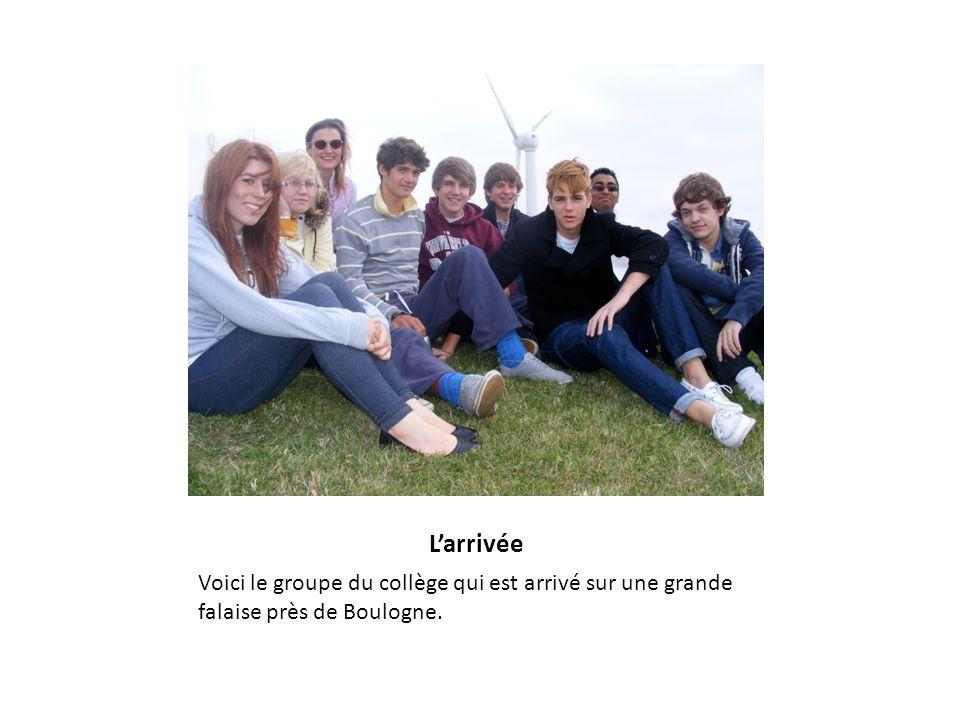 Larrivée Voici le groupe du collège qui est arrivé sur une grande falaise près de Boulogne.