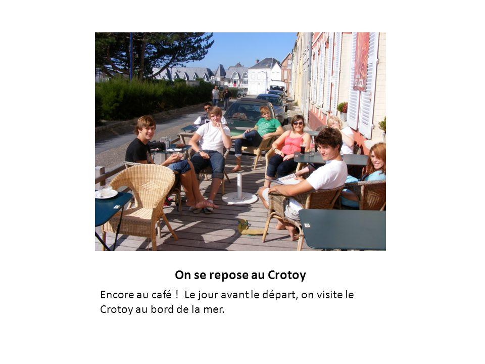On se repose au Crotoy Encore au café ! Le jour avant le départ, on visite le Crotoy au bord de la mer.
