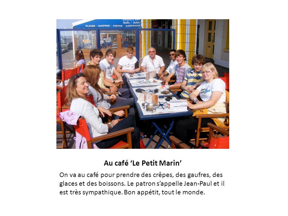 Au café Le Petit Marin On va au café pour prendre des crêpes, des gaufres, des glaces et des boissons. Le patron sappelle Jean-Paul et il est très sym