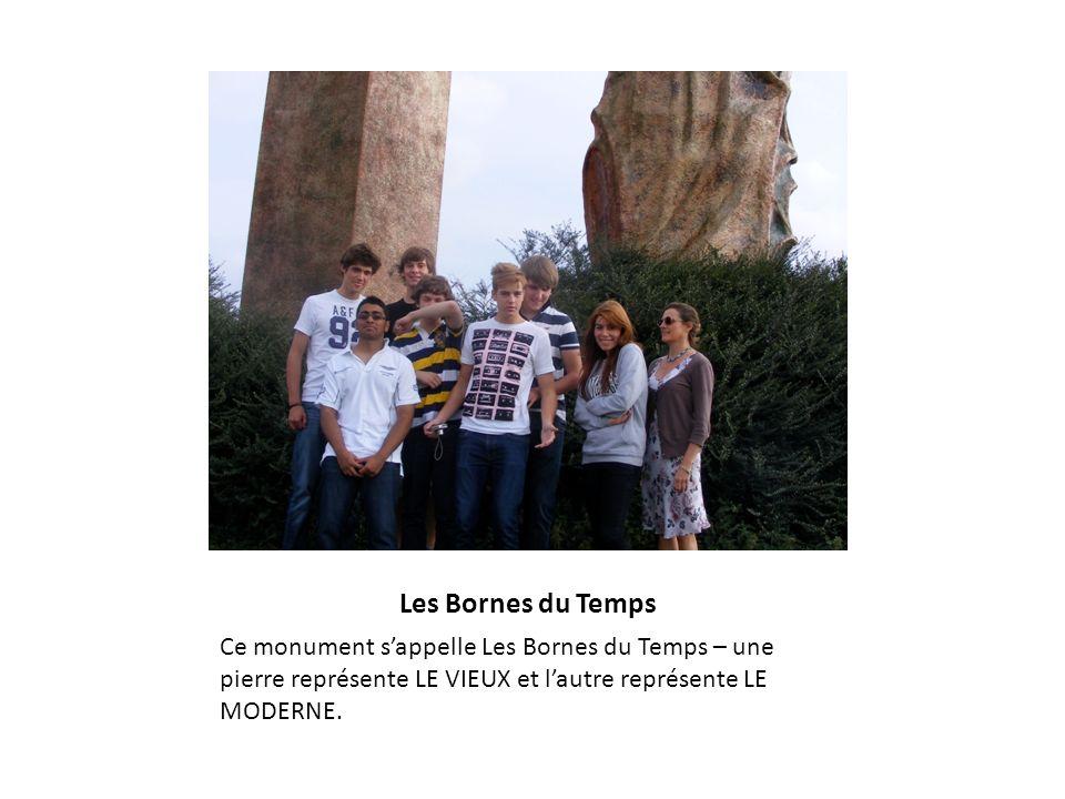 Les Bornes du Temps Ce monument sappelle Les Bornes du Temps – une pierre représente LE VIEUX et lautre représente LE MODERNE.