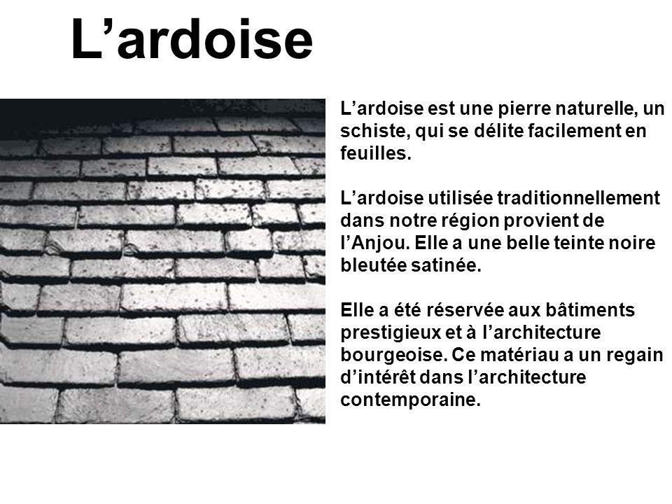Lardoise est une pierre naturelle, un schiste, qui se délite facilement en feuilles. Lardoise utilisée traditionnellement dans notre région provient d