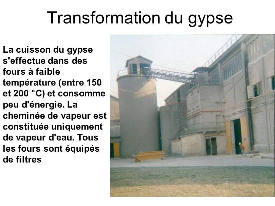 La cuisson du gypse s'effectue dans des fours à faible température (entre 150 et 200 °C) et consomme peu d'énergie. La cheminée de vapeur est constitu