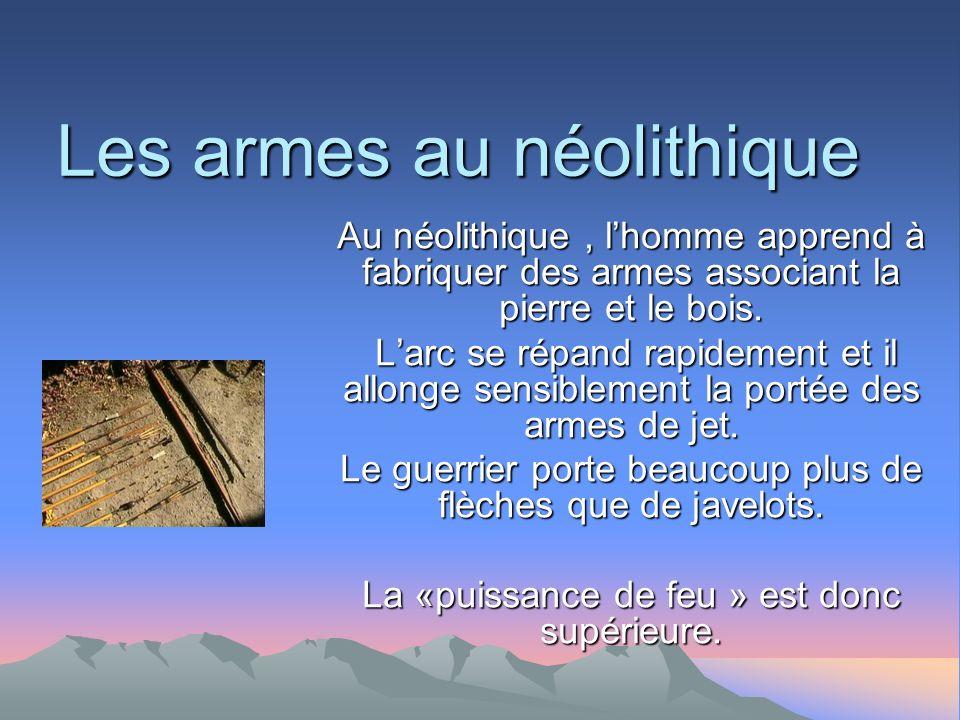 Les armes au néolithique Au néolithique, lhomme apprend à fabriquer des armes associant la pierre et le bois.