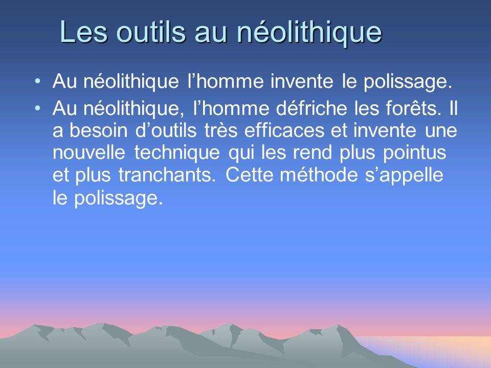 Les outils au néolithique Au néolithique lhomme invente le polissage.