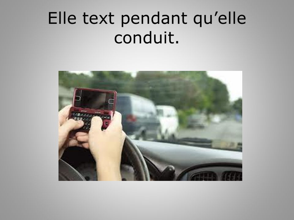 Elle text pendant quelle conduit.