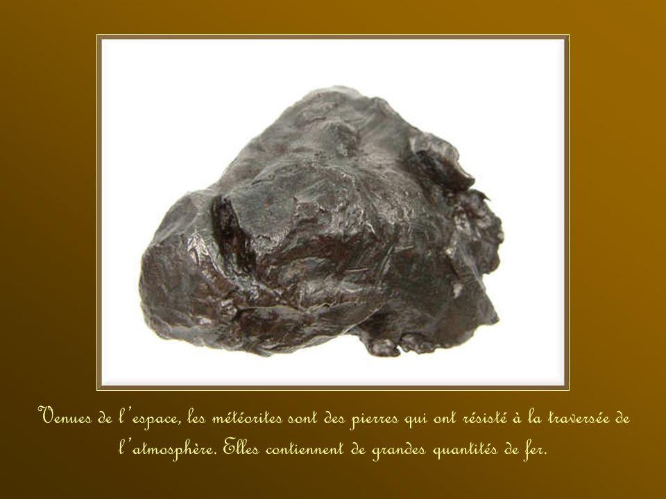 La staurolite est une espèce minérale du groupe des silicates. Le quartz est un minéral à base de silice. La pyrite est une espèce minérale composée d