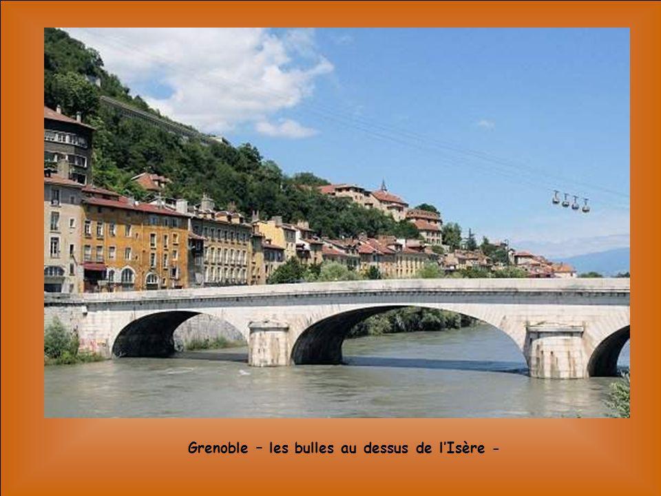 Grenoble – les quais de lIsère -