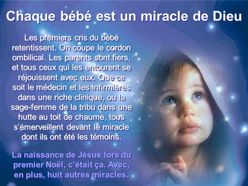 Chaque bébé est un miracle de Dieu Les premiers cris du bébé retentissent.