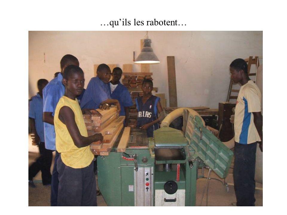 … afin de nous livrer des produits finis prêts à être livrés dans les villages reculés