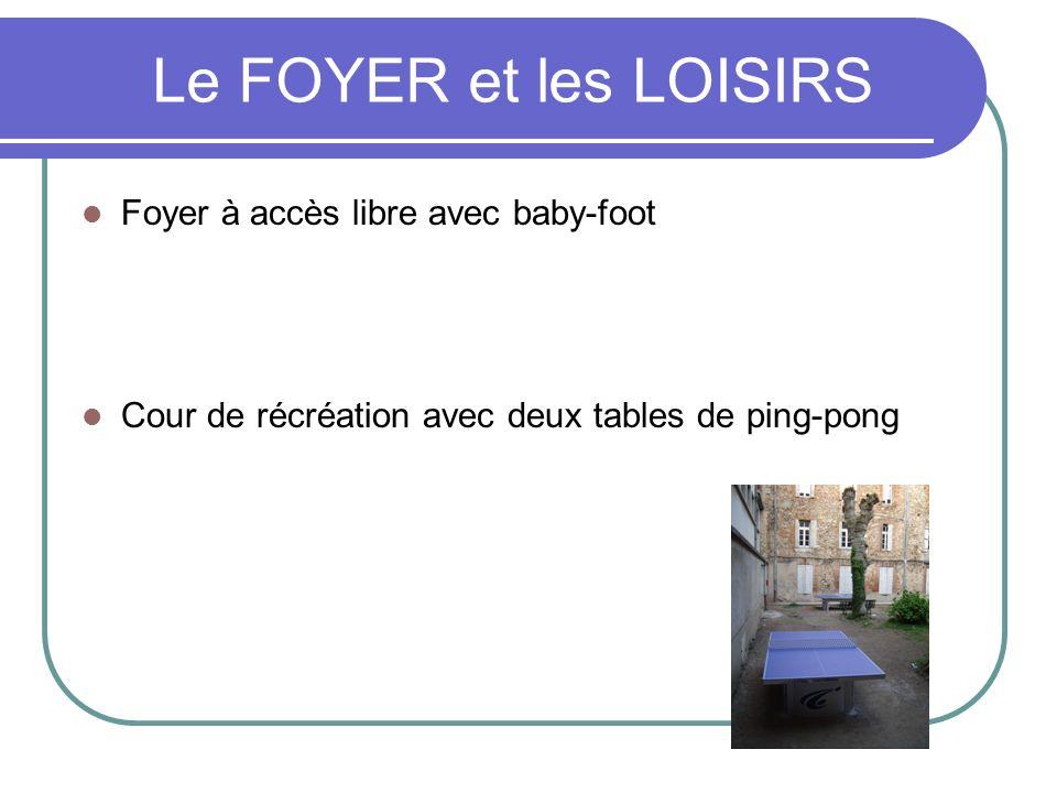 Le FOYER et les LOISIRS Foyer à accès libre avec baby-foot Cour de récréation avec deux tables de ping-pong