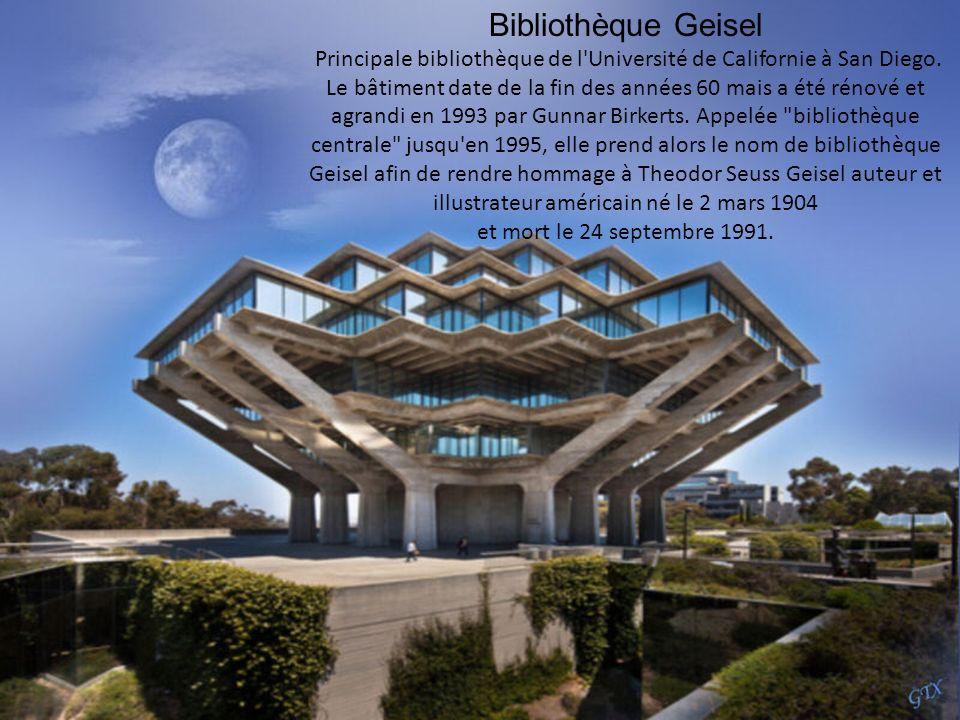 Le temple bahá'í à Delhi Inde a été achevée en 1986. L'architecte était un iranien, qui vit maintenant à Canada, nommé Fariborz Sahha. En 2002 a attir