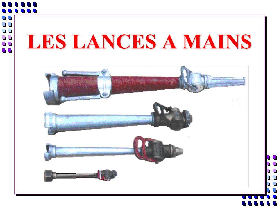 I- LES LANCES A EAU í Montées à l extrémité des tuyaux, elles servent à former et à diriger le jet è Elles sont de 2 sortes À Lances Traditionnelles (Ancien modèle) Á Lance à Débit Multiple ( L.D.V)