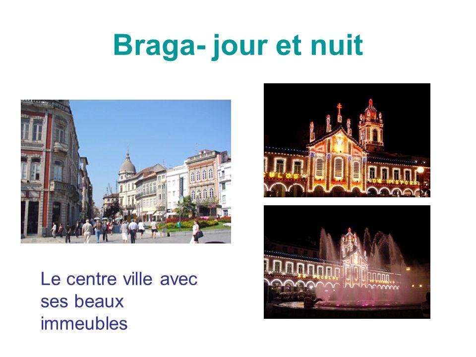 Braga- jour et nuit Le centre ville avec ses beaux immeubles