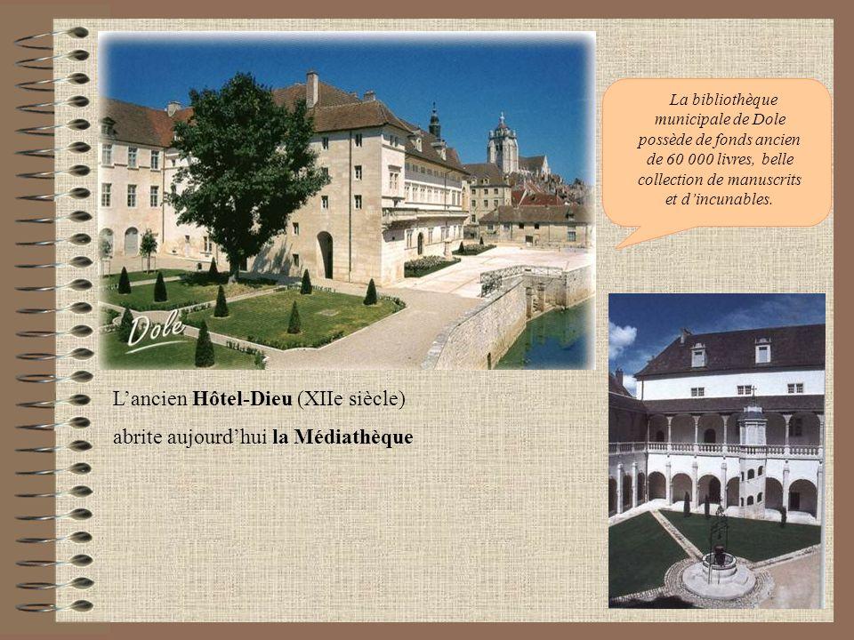 Lancien Hôtel-Dieu (XIIe siècle) abrite aujourdhui la Médiathèque La bibliothèque municipale de Dole possède de fonds ancien de 60 000 livres, belle c