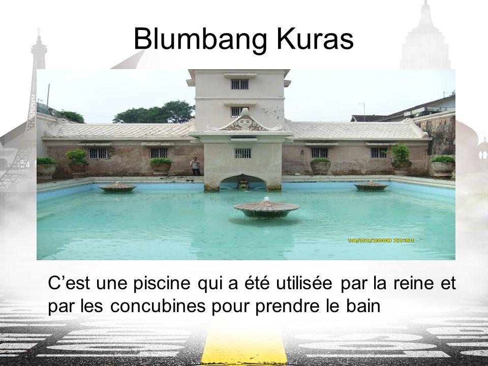 Blumbang Kuras Cest une piscine qui a été utilisée par la reine et par les concubines pour prendre le bain