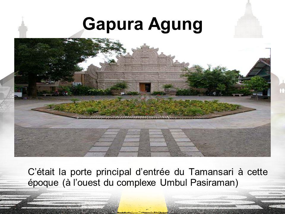 Gapura Agung Cétait la porte principal dentrée du Tamansari à cette époque (à louest du complexe Umbul Pasiraman)