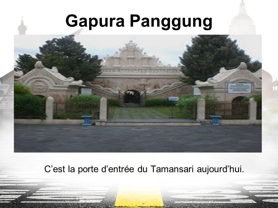 Gapura Panggung Cest la porte dentrée du Tamansari aujourdhui.