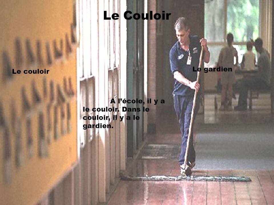 Le Couloir A lécole, il y a le couloir. Dans le couloir, il y a le gardien. Le couloir Le gardien